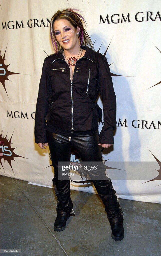 <a gi-track='captionPersonalityLinkClicked' href=/galleries/search?phrase=Lisa+Marie+Presley&family=editorial&specificpeople=202037 ng-click='$event.stopPropagation()'>Lisa Marie Presley</a> during VH1 Divas Duets: A Concert to Benefit the VH1 Save the Music Foundation - Audience and Backstage at MGM Grand Garden Arena in Las Vegas, Nevada, United States.