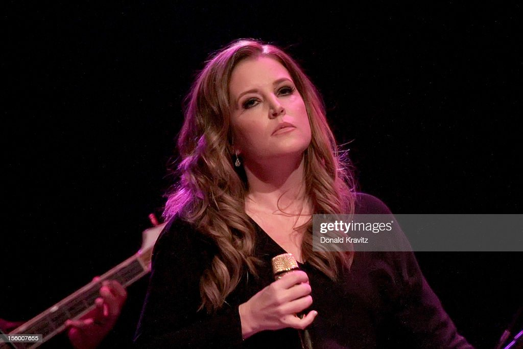 <a gi-track='captionPersonalityLinkClicked' href=/galleries/search?phrase=Lisa+Marie+Presley&family=editorial&specificpeople=202037 ng-click='$event.stopPropagation()'>Lisa Marie Presley</a> performs in concert at the Trump Taj Mahal on November 10, 2012 in Atlantic City, New Jersey.