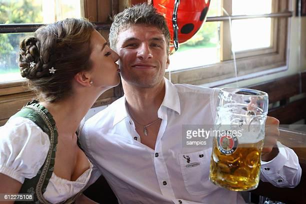 Lisa Muller und Thomas Muller Mueller FC Bayern Munchen Oktoberfestbesuch des FC Bayern Munchen