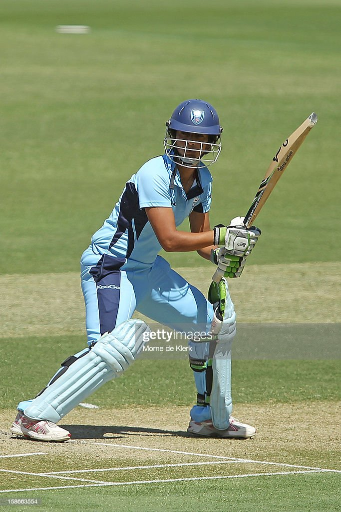 <a gi-track='captionPersonalityLinkClicked' href=/galleries/search?phrase=Lisa+Sthalekar&family=editorial&specificpeople=178307 ng-click='$event.stopPropagation()'>Lisa Sthalekar</a> of the Breakers bats during the women's twenty20 match between the South Australia Scorpions and the New South Wales Breakers at Adelaide Oval on December 23, 2012 in Adelaide, Australia.