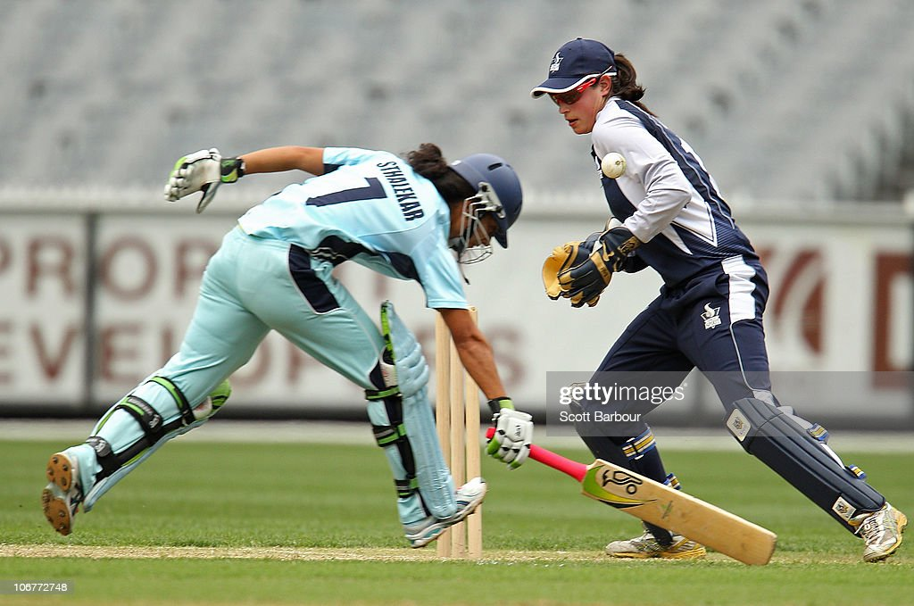 <a gi-track='captionPersonalityLinkClicked' href=/galleries/search?phrase=Lisa+Sthalekar&family=editorial&specificpeople=178307 ng-click='$event.stopPropagation()'>Lisa Sthalekar</a> of the Breakers runs between the wickets as Emma Inglis of the Spirit attempts to stop the ball during the Women's Twenty20 match between the Victorian Spirit and the New South Wales Breakers at Melbourne Cricket Ground on November 12, 2010 in Melbourne, Australia.