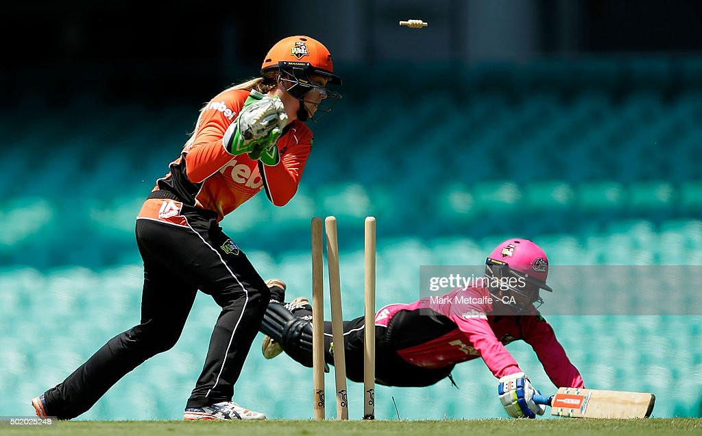 <a gi-track='captionPersonalityLinkClicked' href=/galleries/search?phrase=Lisa+Sthalekar&family=editorial&specificpeople=178307 ng-click='$event.stopPropagation()'>Lisa Sthalekar</a> of the Sixers is run out by Chloe Piparo of the Scorchers during the Women's Big Bash League match between the Sydney Sixers and the Perth Scorchers at Sydney Cricket Ground on December 20, 2015 in Sydney, Australia.