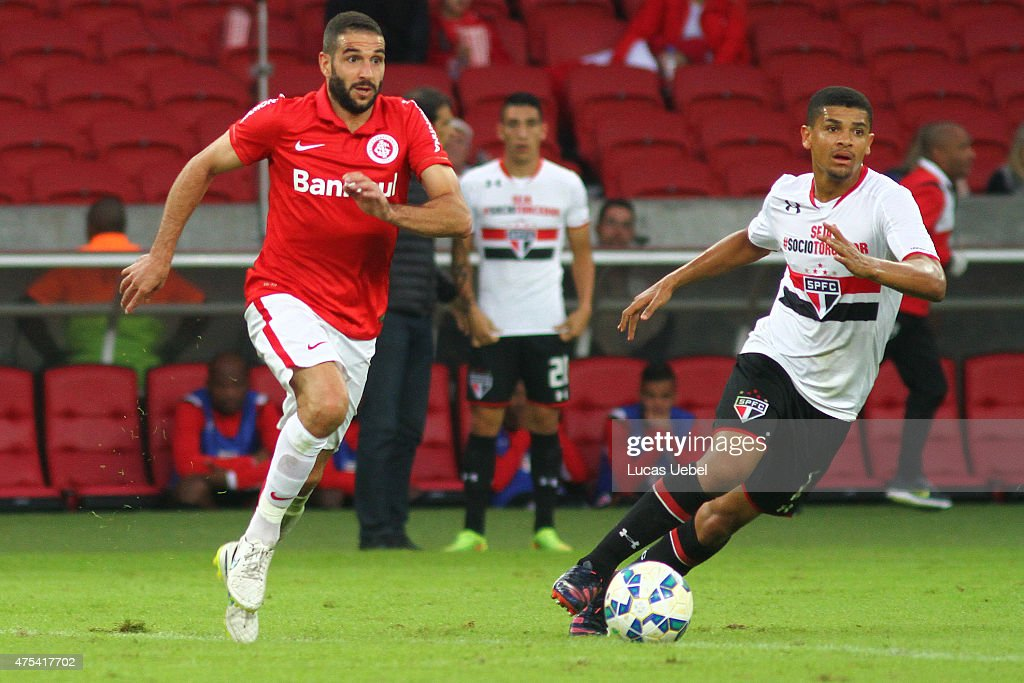 <a gi-track='captionPersonalityLinkClicked' href=/galleries/search?phrase=Lisandro+Lopez&family=editorial&specificpeople=801562 ng-click='$event.stopPropagation()'>Lisandro Lopez</a> of Internacional battles for the ball against Denilson of Sao Paulo during match between Internacional and Sao Paulo as part of Brasileirao Series A 2015, at Estadio Beira-Rio on May 31, 2015, in Porto Alegre, Brazil.