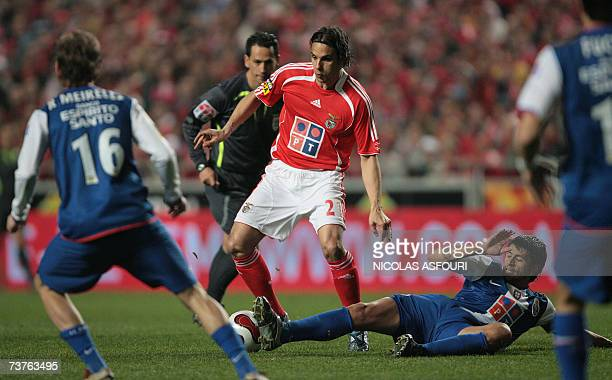 Benfica's Nuno Gomes vies with FC Porto's Raul Meireles during their Premier League football match at Luz Stadium in Lisbon 01 April 2007 FC Porto...