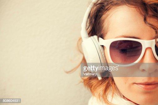 Ouvir música : Foto de stock