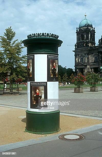 Litfasssäule am Lustgarten in B Mitte iH der Berliner Dom Juli 2001