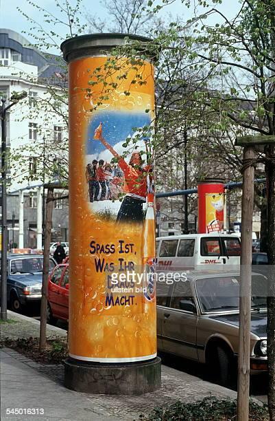 Litfasssäule auf dem Kurfürstendamm 2000