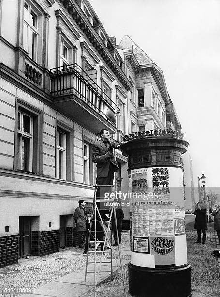 Litfaßsäule in der Christstrasse in Berlin Charlottenburg1970