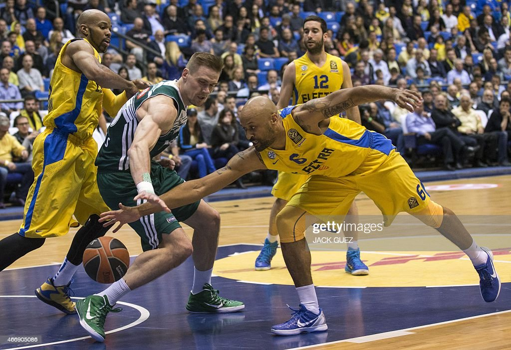 Lithuanian Zalgiris Kaunas's Lithuanian Center Robertas Javtokas (L) vies for the ball against Israel Maccabi Electra Tel Aviv's US guard <a gi-track='captionPersonalityLinkClicked' href=/galleries/search?phrase=Devin+Smith+-+Basketball+Player&family=editorial&specificpeople=13926073 ng-click='$event.stopPropagation()'>Devin Smith</a> (R) during their Euroleague Top 16 basketball match, group E, round 11, on March 19, 2015 at the Menora Mivtachim Arena stadium in the Israeli Mediterranean coastal city of Tel Aviv.