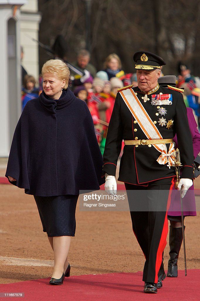 Lithuania's president <a gi-track='captionPersonalityLinkClicked' href=/galleries/search?phrase=Dalia+Grybauskaite&family=editorial&specificpeople=654850 ng-click='$event.stopPropagation()'>Dalia Grybauskaite</a> and King <a gi-track='captionPersonalityLinkClicked' href=/galleries/search?phrase=Harald+V&family=editorial&specificpeople=159451 ng-click='$event.stopPropagation()'>Harald V</a> of Norway attend the official welcoming ceremony at the Royal Palace during the first day of the Lithuanian state visit on April 5, 2011 in Oslo, Norway.