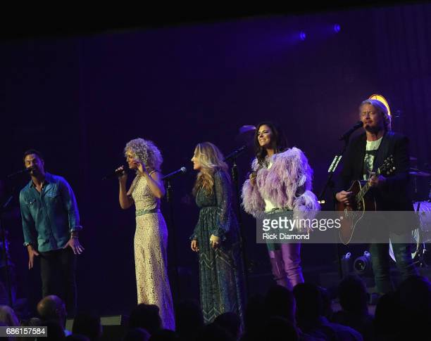 Little Big Town At The Mother Church Special Guest Lee Ann Womack joins Jimi Westbrook Kimberly Schlapman Karen Fairchild and Phillip Sweet on stage...