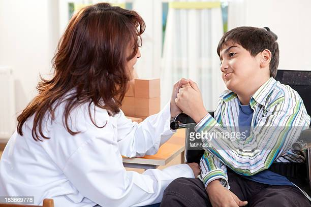 Petit garçon et médecin