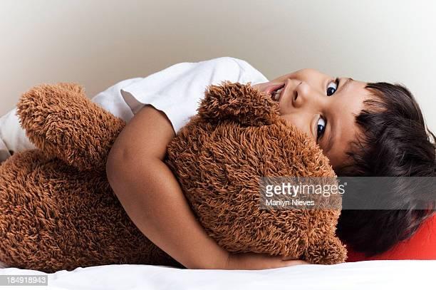 little boy und sein Teddybär