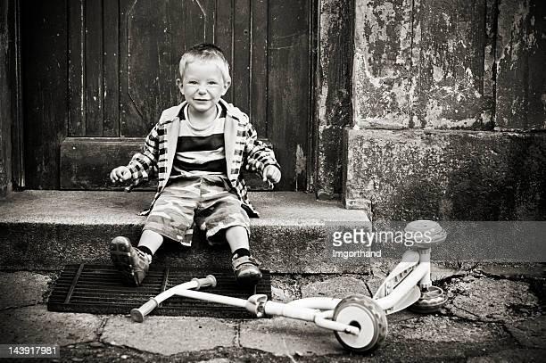 少年と彼のスクーターです。
