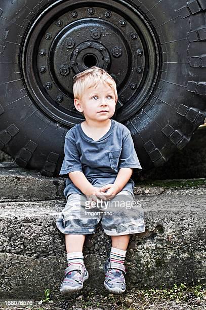 少年と大型車