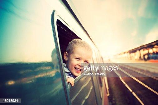 Rapaz no comboio