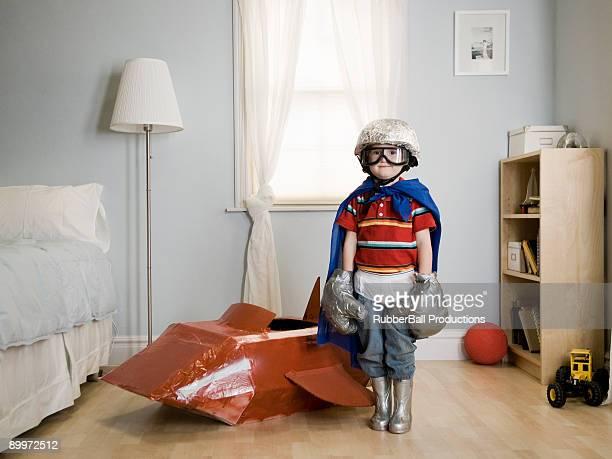 Kleiner Junge spielt mit Stil