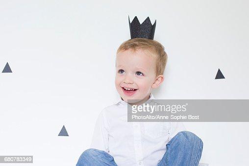 Little boy wearing paper crown