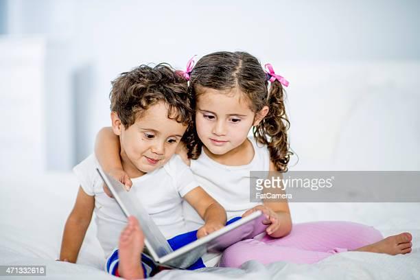 Petits enfants lire
