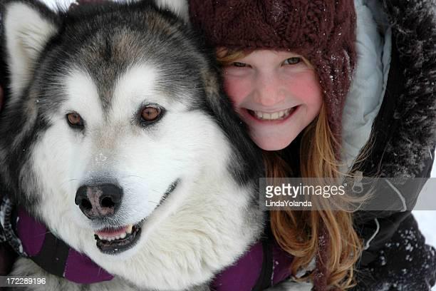 Kleine Mädchen und Hund