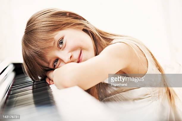Petite fille et son piano