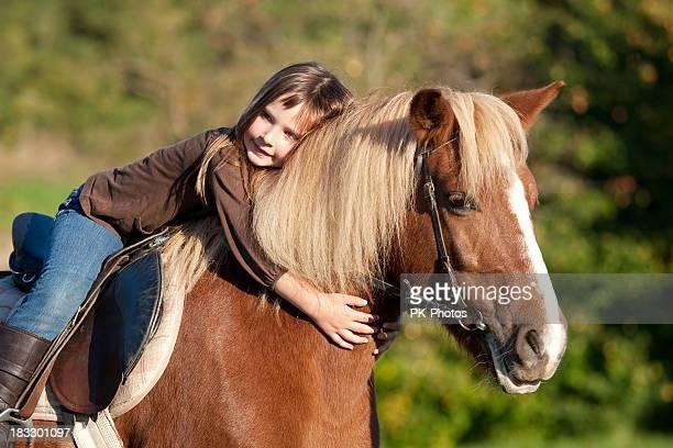 Kleines Mädchen und Ihr pony