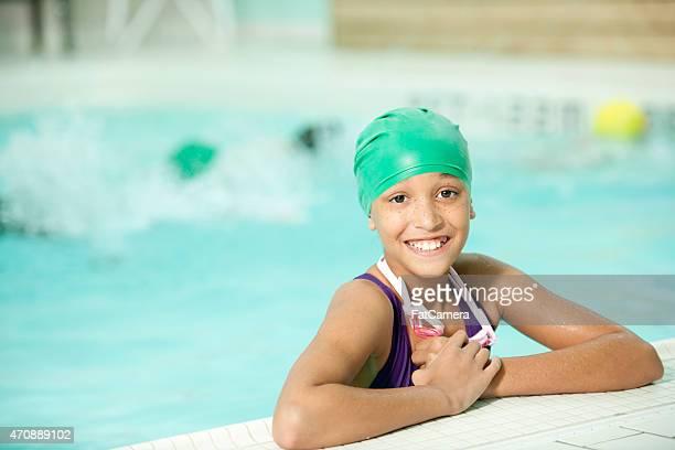 Kleines Mädchen beim Schwimmunterricht