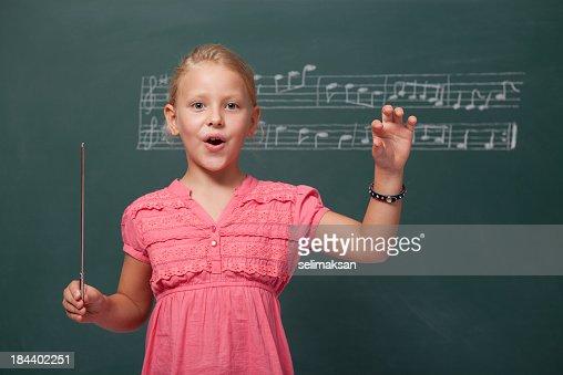 Little Girl dirigir coro para música Folk para pizarra
