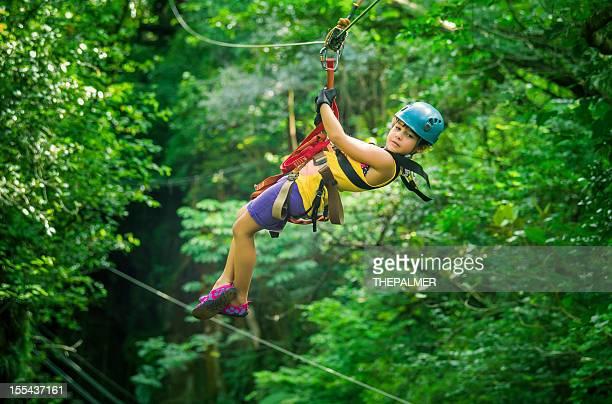 Kleines Mädchen auf einer Baldachin-Tour von Costa Rica