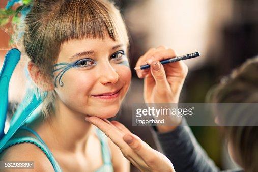 Bambina viso dipinto