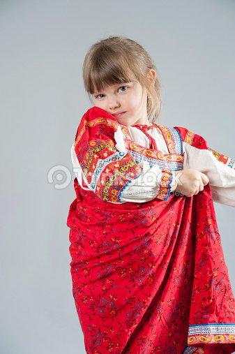 Kleines Madchen In Eine Scharfe Russische Folklore Kleidung Stock