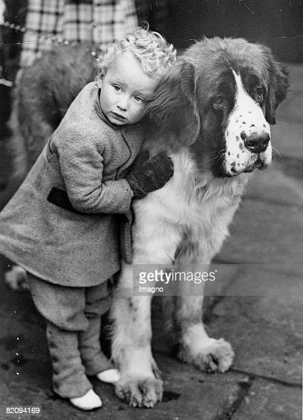 A little girl is leaning herself against a huge dog Photograph Around 1935 [Hundeblick Das Kind scheint den Blick ihres tierischen Freundes...