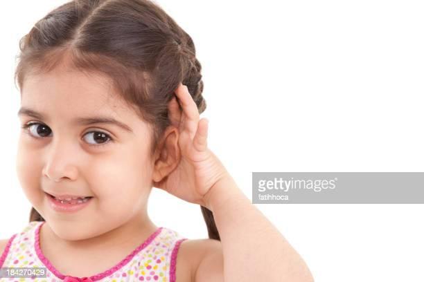Kleines Mädchen hören