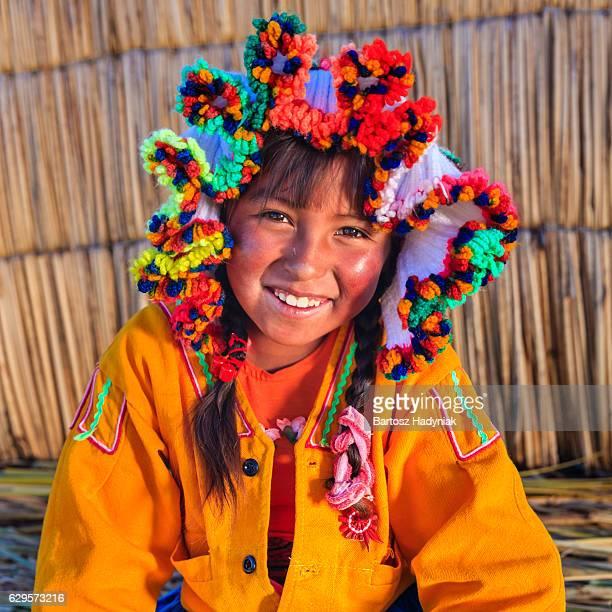 Rapariga na Ilha flutuantes Los Uros, Lago Tititcaca, Peru