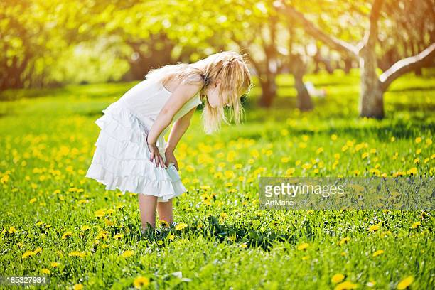 Kleines Mädchen im Freien