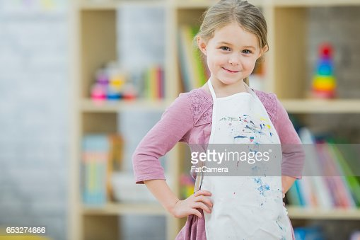 Little Girl Painting in Class : Stock-Foto