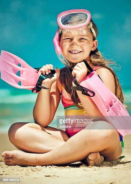 Kleines Mädchen Bereit zum Schnorcheln