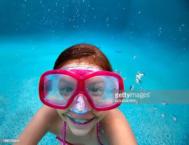 Petite fille sous-marine