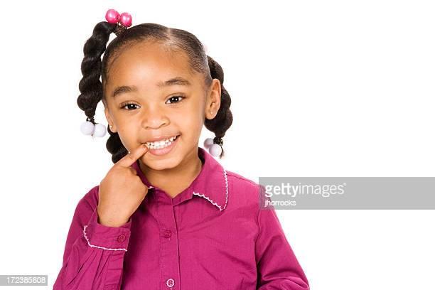 Kleines Mädchen mit gesunden Zähnen