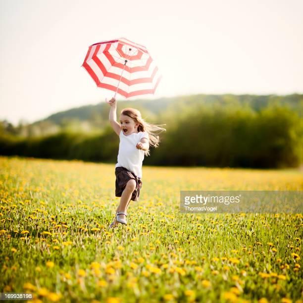 Bambina con ombrello