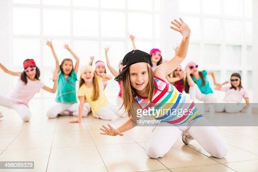 Little girls dancing ます。