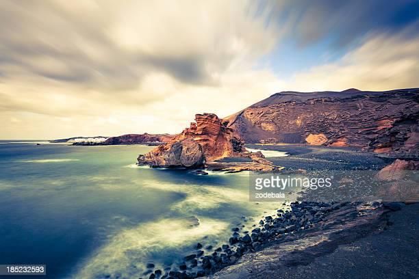Little golfo y Rocky de la costa de isla de Lanzarote, paisaje marino