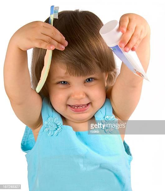 Wenig glückliches Mädchen mit Zahnbürste, Zahnpasta