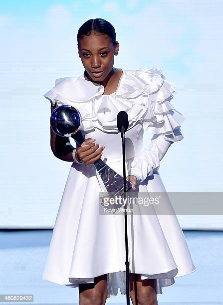 Little League Baseball player Mo'ne Davis accepts the award for Breakthrough Athlete onstage during The 2015 ESPYS at Microsoft Theater on July 15...