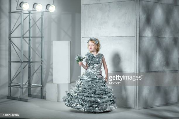 Kleine Prinzessin In Folie Kleid