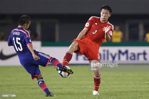 Liu Junshuai of China and Shota Kaneko of Japan battle for the ball during the AFC U19 Championship Group C match between China and Japan at Wunna...