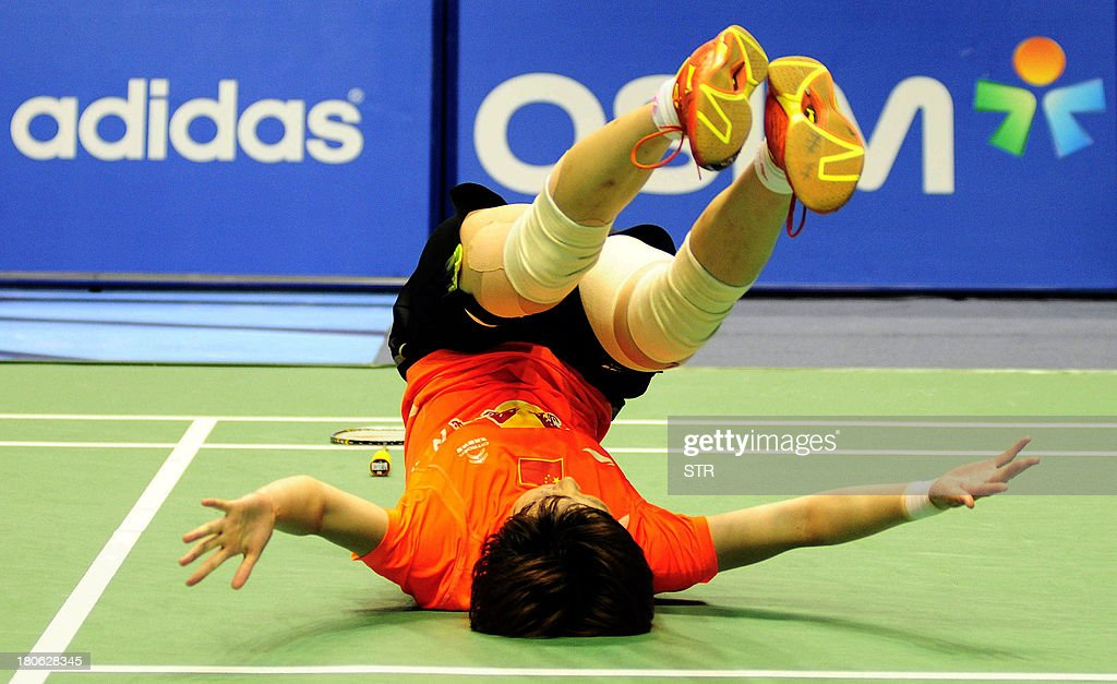 Liu Xin of China falls over as she celebrates her win over Porntip Buranaprasertsuk of Thailand during the women's singles final match of the 2013 China Masters in Changzhou, east China's Jiangsu province on September 15, 2013. Liu won 21-4, 13-21, 21-12. CHINA OUT AFP PHOTO
