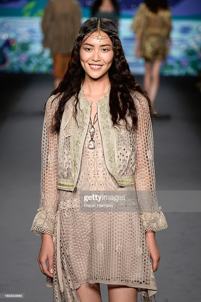 LiuModel <a gi-track='captionPersonalityLinkClicked' href=/galleries/search?phrase=Liu+Wen&family=editorial&specificpeople=5523814 ng-click='$event.stopPropagation()'>Liu Wen</a> walks the runway at the Anna Sui fashion show during Mercedes-Benz Fashion Week Spring 2014 at The Theatre at Lincoln Center on September 11, 2013 in New York City.