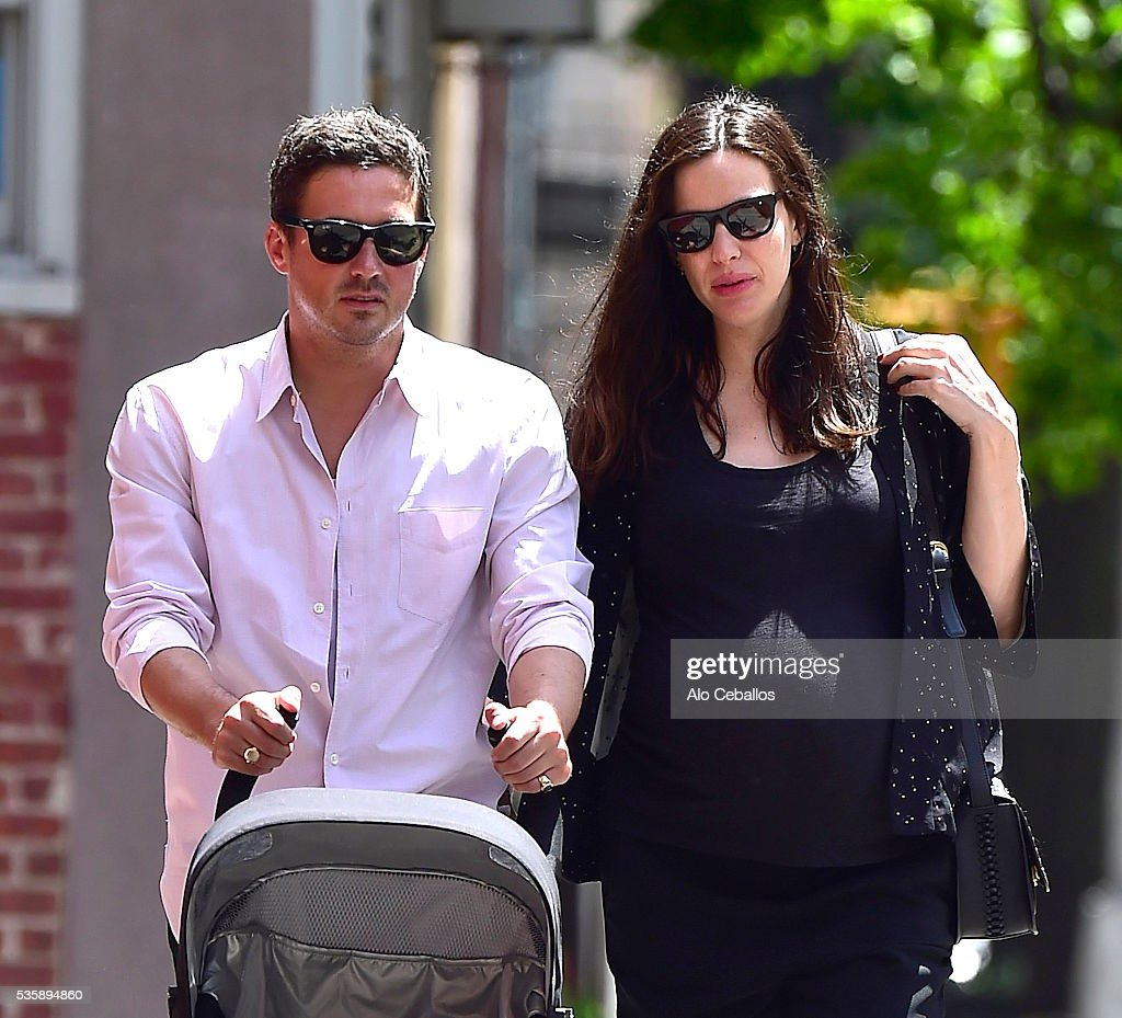 <a gi-track='captionPersonalityLinkClicked' href=/galleries/search?phrase=Liv+Tyler&family=editorial&specificpeople=202094 ng-click='$event.stopPropagation()'>Liv Tyler</a> (R) and <a gi-track='captionPersonalityLinkClicked' href=/galleries/search?phrase=Dave+Gardner+-+Agente&family=editorial&specificpeople=14312213 ng-click='$event.stopPropagation()'>Dave Gardner</a> are seen in the West Village on May 30, 2016 in New York City.