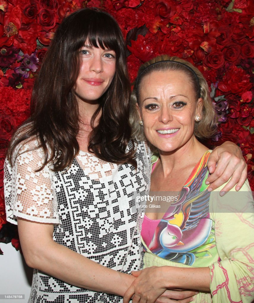 <a gi-track='captionPersonalityLinkClicked' href=/galleries/search?phrase=Liv+Tyler&family=editorial&specificpeople=202094 ng-click='$event.stopPropagation()'>Liv Tyler</a> and <a gi-track='captionPersonalityLinkClicked' href=/galleries/search?phrase=Tracie+Bennett&family=editorial&specificpeople=2978909 ng-click='$event.stopPropagation()'>Tracie Bennett</a> pose backstage at the hit play 'End of The Rainbow' on Broadway at The Belasco Theater on May 30, 2012 in New York City.